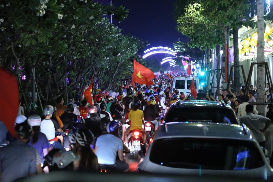 Việt Nam vào tứ kết Asian Cup 2019: Tết đến sớm với hàng triệu người Việt - 3