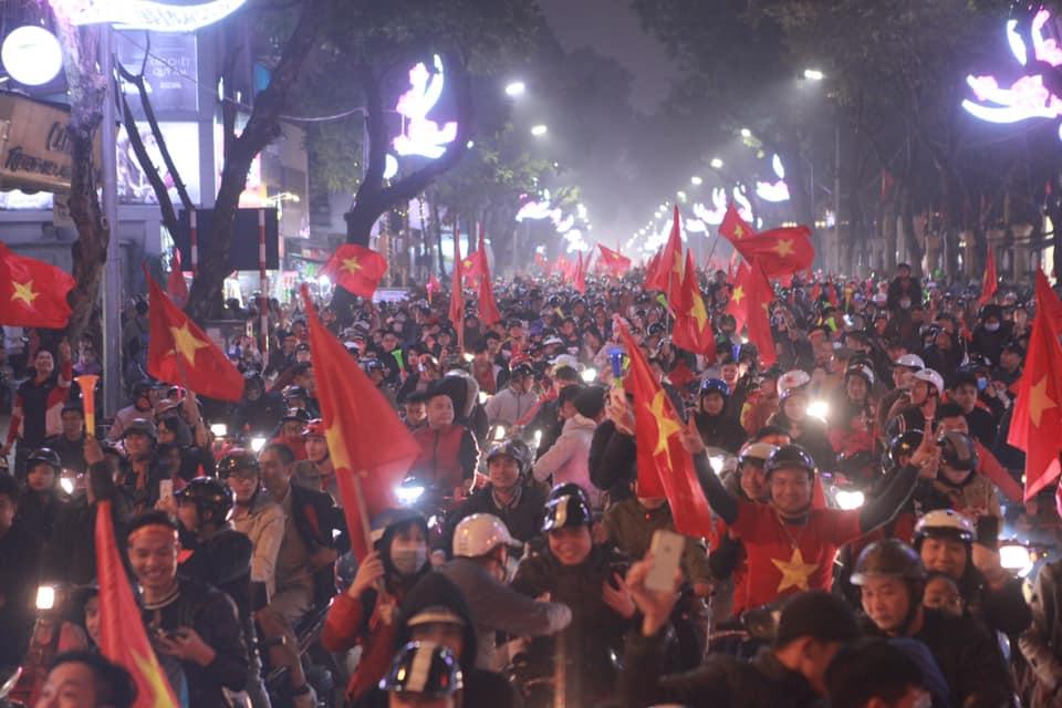Việt Nam vào tứ kết Asian Cup 2019: Tết đến sớm với hàng triệu người Việt - 4