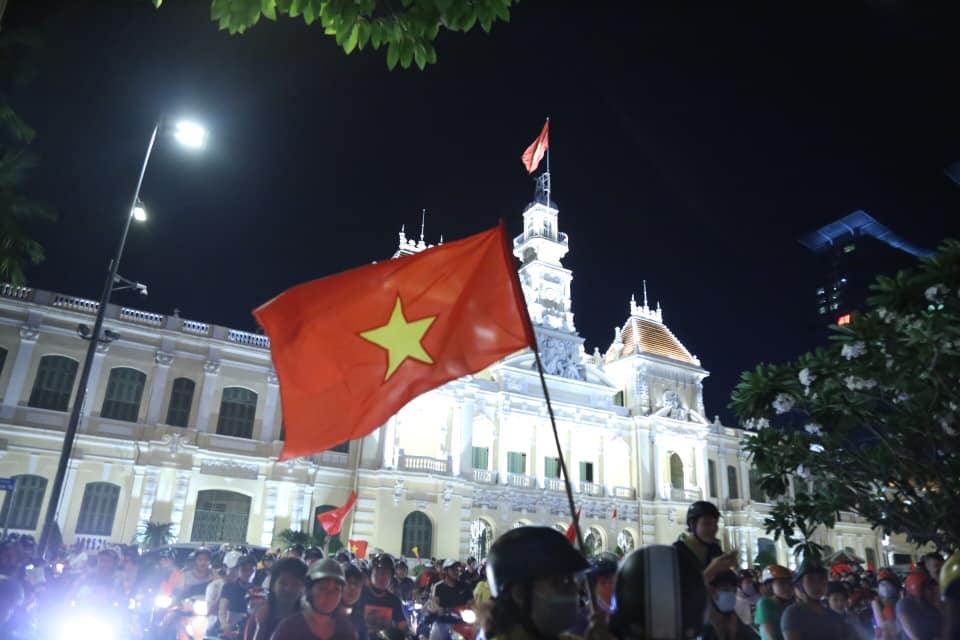 Việt Nam vào tứ kết Asian Cup 2019: Tết đến sớm với hàng triệu người Việt - 2