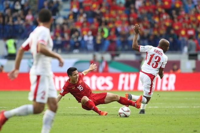 Chùm ảnh Việt Nam vỡ òa thắng Jordan: Văn Lâm bị đồng đội 'hạ knock-out' - 3