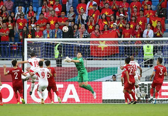 """Việt Nam vào tứ kết Asian Cup 2019: """"Người hùng Lâm Tây"""" được tặng quà đặc biệt - 1"""