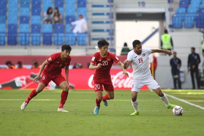 Bí mật ông Park nói gì với ĐT Việt Nam sau hiệp 1 trận đá Jordan? - 1