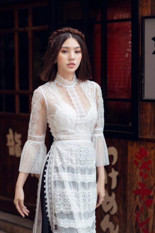 Jolie Nguyễn chỉ cách mặc áo dài khoe nội y đẹp Tết này - 2