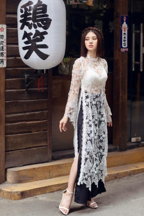 Jolie Nguyễn chỉ cách mặc áo dài khoe nội y đẹp Tết này - 3