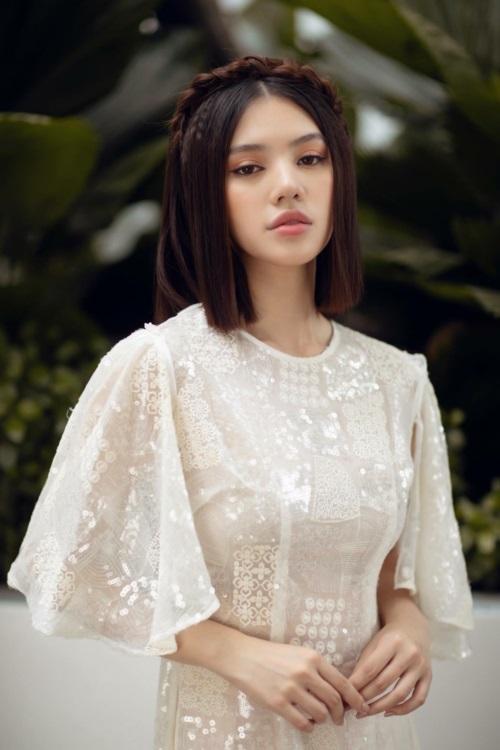 Jolie Nguyễn chỉ cách mặc áo dài khoe nội y đẹp Tết này - 5