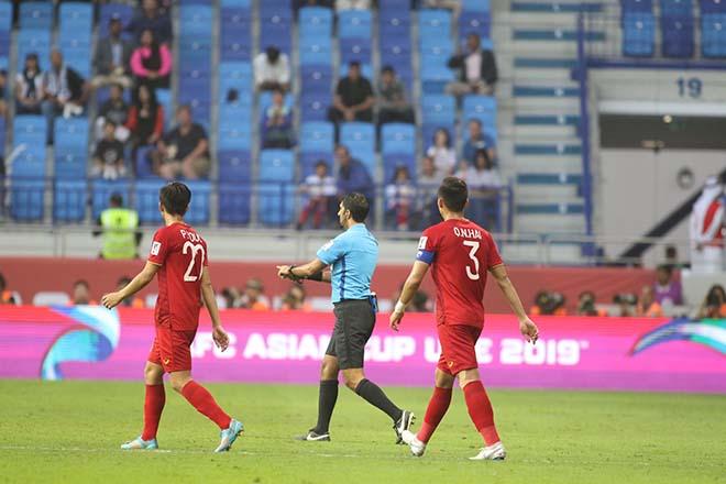 """Choáng váng: ĐT Việt Nam nghẹt thở nhờ """"vua trọng tài"""" VAR cứu thua - 1"""