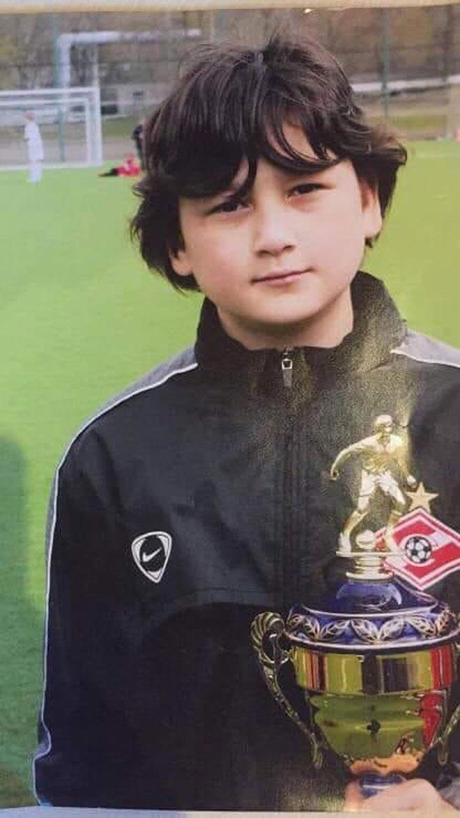 Lộ thêm ảnh thời thơ ấu đẹp trai như hoàng tử của thủ môn Văn Lâm - 4