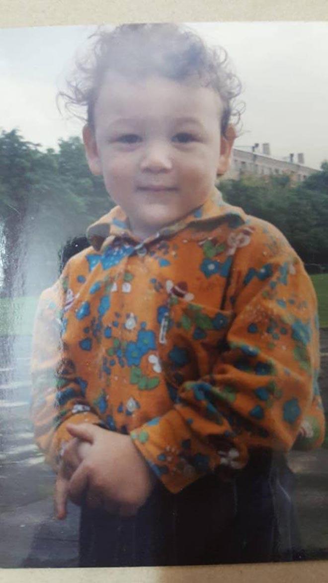 Lộ thêm ảnh thời thơ ấu đẹp trai như hoàng tử của thủ môn Văn Lâm - 3