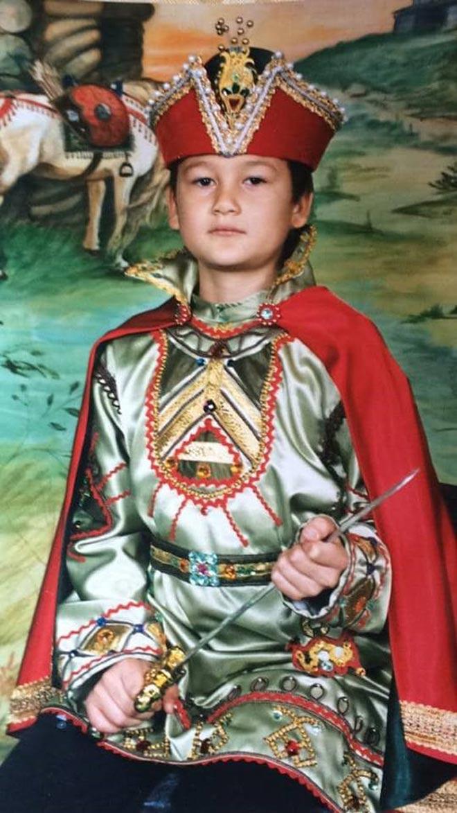 Lộ thêm ảnh thời thơ ấu đẹp trai như hoàng tử của thủ môn Văn Lâm - 2