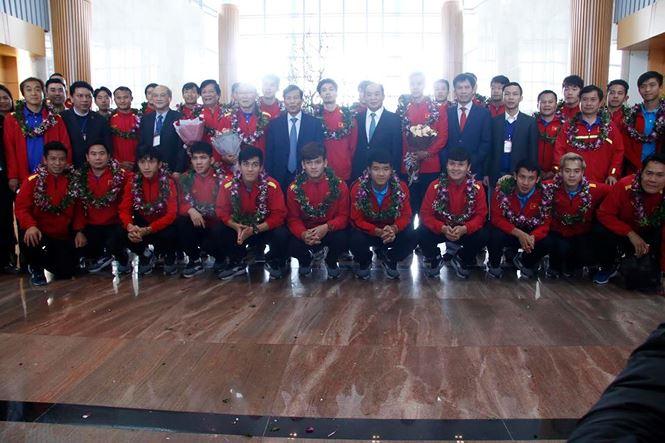 HLV Park Hang Seo và học trò rạng rỡ ngày về Việt Nam - 12