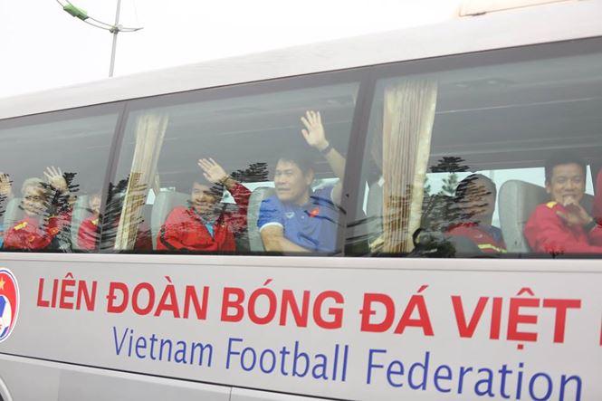 HLV Park Hang Seo và học trò rạng rỡ ngày về Việt Nam - 17
