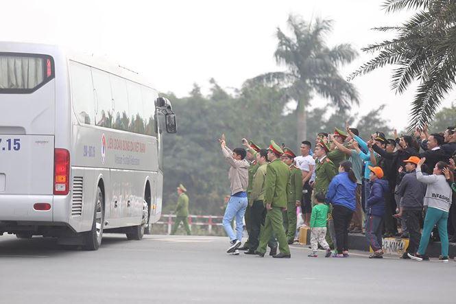 HLV Park Hang Seo và học trò rạng rỡ ngày về Việt Nam - 18