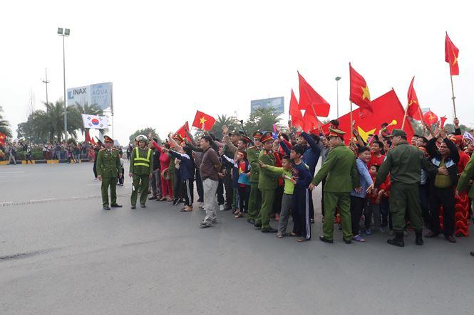 HLV Park Hang Seo và học trò rạng rỡ ngày về Việt Nam - 19