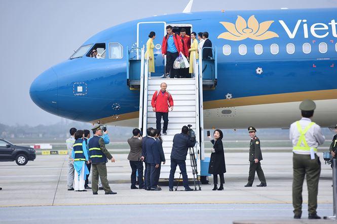HLV Park Hang Seo và học trò rạng rỡ ngày về Việt Nam - 2