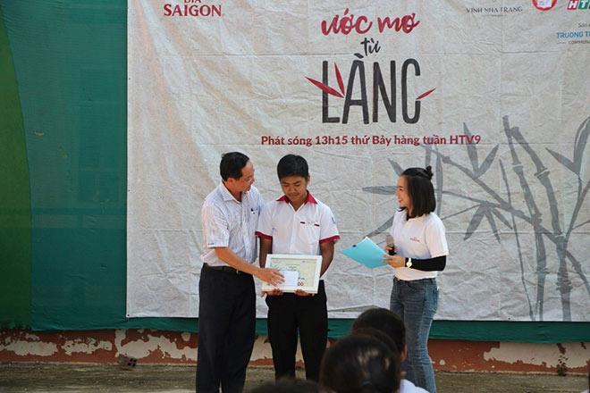 """Nhìn lại hành trình """"Ước Mơ Từ Làng"""" trao học bổng học sinh nghèo trên cả nước - 4"""