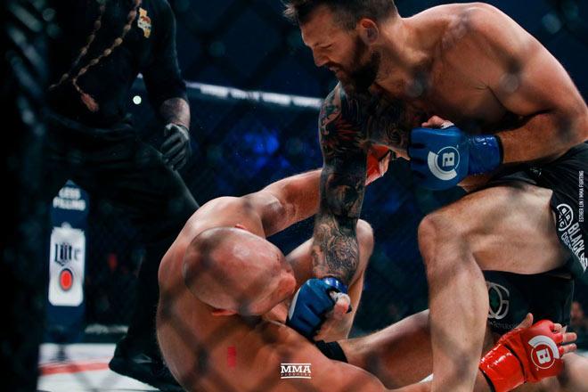 """""""Sa hoàng"""" MMA tái xuất: 35 giây 2 cú đấm """"trái đất ngừng quay"""" - 2"""