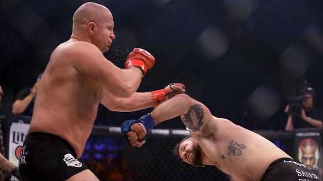 """""""Sa hoàng"""" MMA tái xuất: 35 giây 2 cú đấm """"trái đất ngừng quay"""" - 3"""