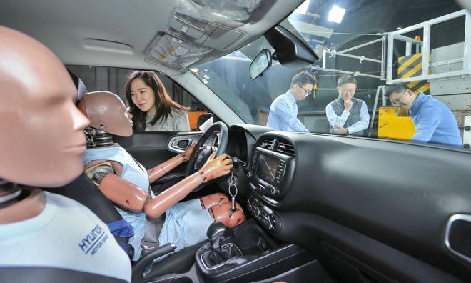 Hyundai sắp giới thiệu công nghệ túi khí bung 2 lần - 1