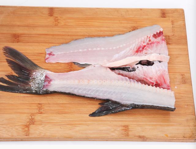 Nếu biết làm chả cá dễ thế này, chị em đã không phải đi mua ngoài hàng - 3