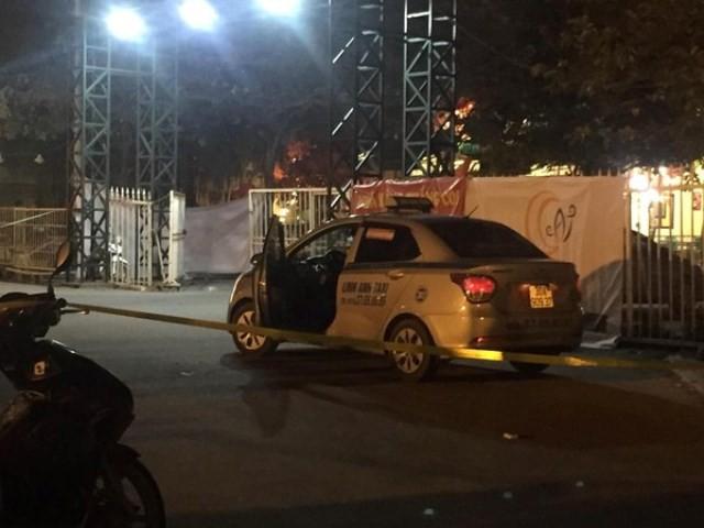 Trước khi gục ở cửa SVĐ Mỹ Đình, tài xế taxi nghi bị cứa cổ đã phát tin cầu cứu - 2