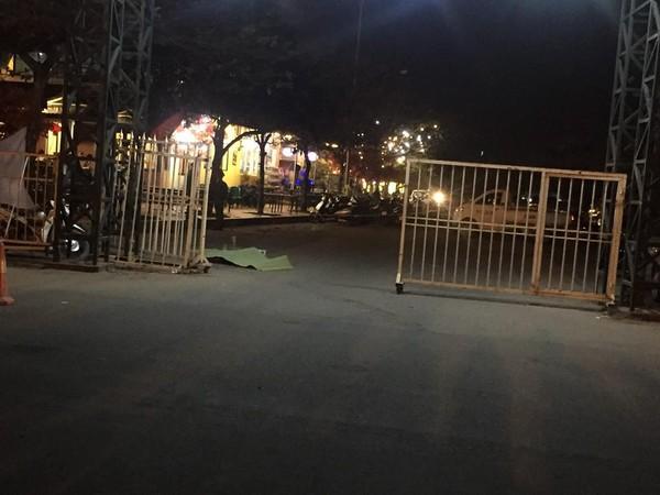 Trước khi gục ở cửa SVĐ Mỹ Đình, tài xế taxi nghi bị cứa cổ đã phát tin cầu cứu - 1