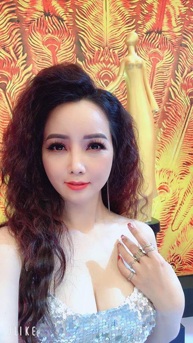 """Ở tuổi 40, """"cô Trúc"""" Mai Thu Huyền ngày càng táo bạo, sexy - 2"""