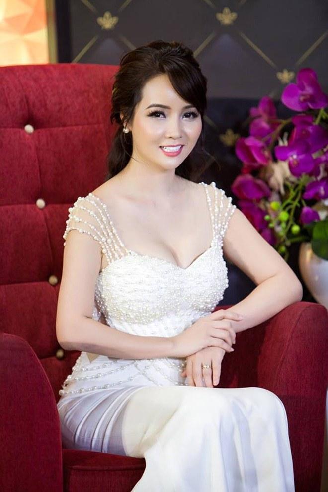 """Ở tuổi 40, """"cô Trúc"""" Mai Thu Huyền ngày càng táo bạo, sexy - 10"""