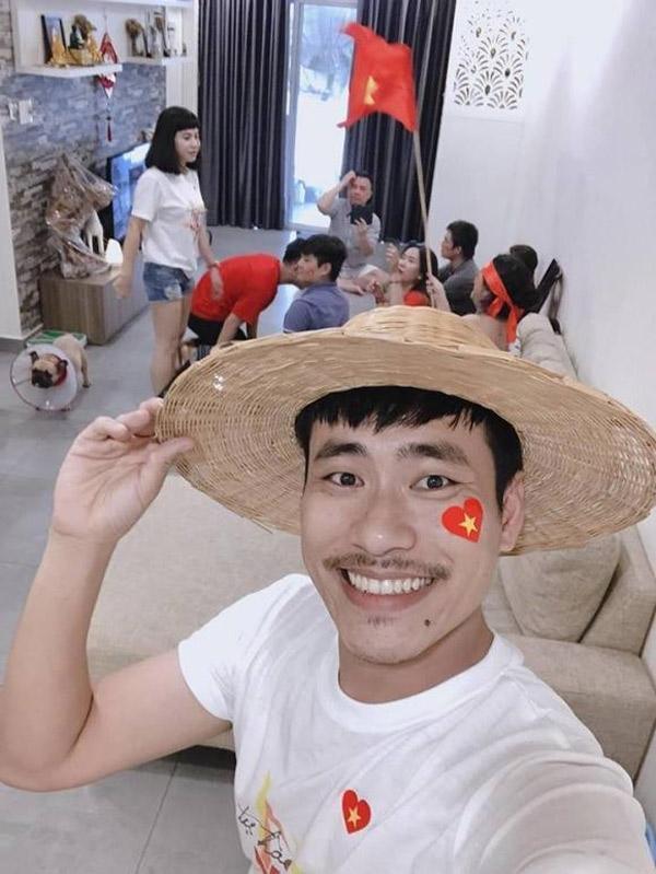 """Chuyện tình """"phi công trẻ"""" kém 18 tuổi mua nhà 3 tỷ tặng vợ """"hot"""" nhất showbiz Việt - 1"""