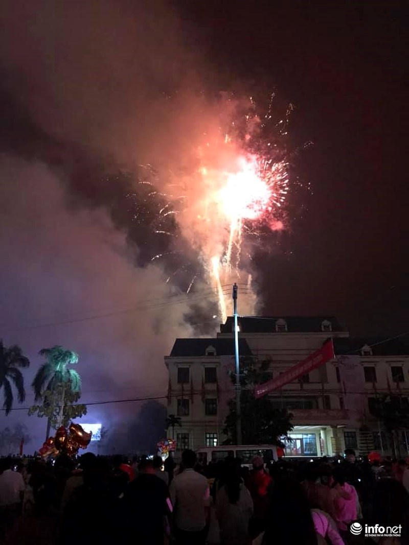 Pháo hoa sáng rực khắp mọi miền Tổ quốc, chào năm mới Kỷ Hợi 2019 - 10