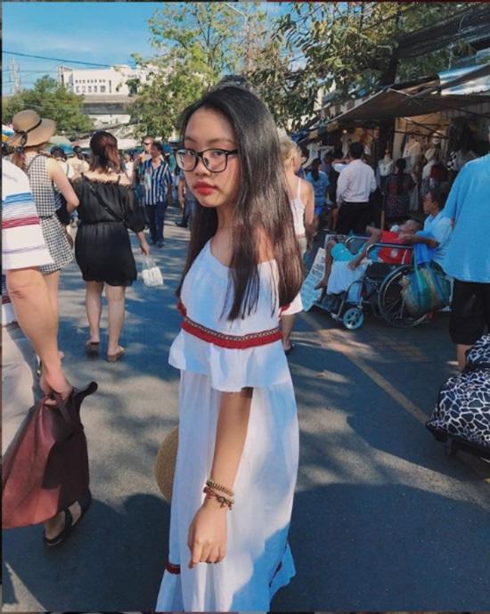 16 tuổi: Phương Mỹ Chi ngày càng sành điệu với áo hở rốn, quần te tua - 1