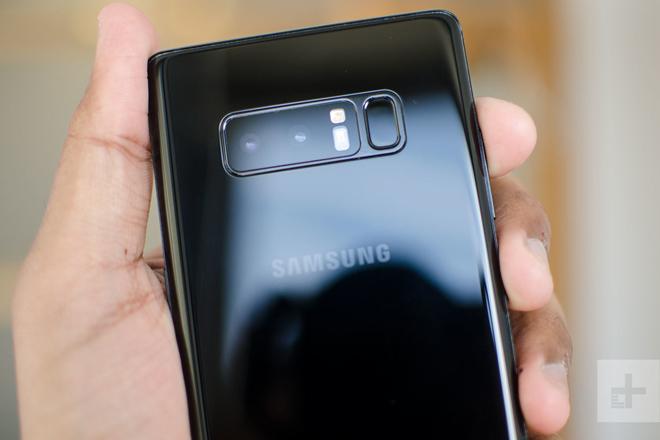 Nên mua iPhone 7 Plus hay Galaxy Note 8 chơi tết? - 3