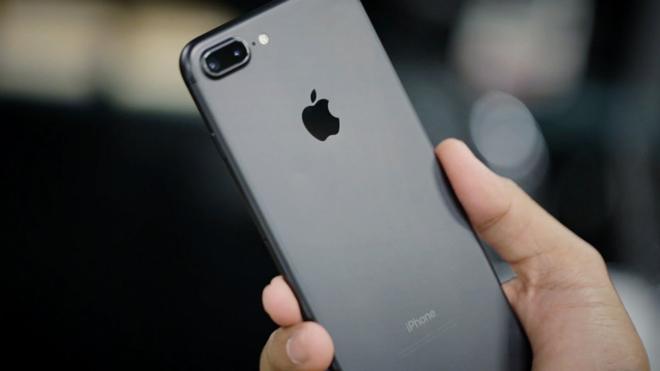 Nên mua iPhone 7 Plus hay Galaxy Note 8 chơi tết? - 4