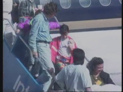 Nhờ cú đẩy của mẹ, bé gái thoát khỏi máy bay nổ khiến 51 người thiệt mạng - 4