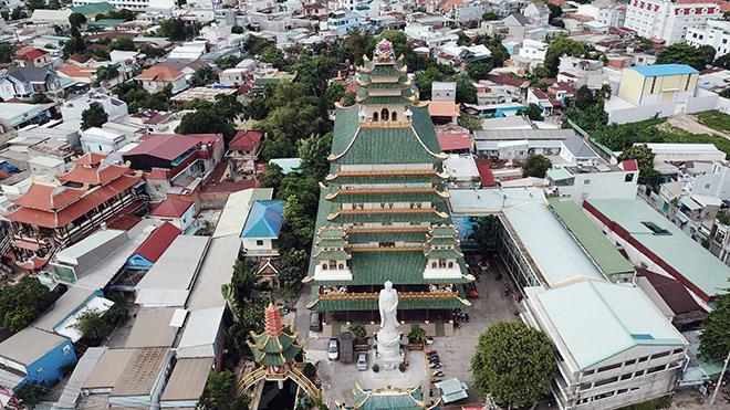 Ngôi chùa có bức phù điêu cây bồ đề nổi lớn nhất Việt Nam ở Sài Gòn - 1