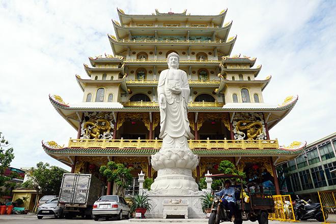 Ngôi chùa có bức phù điêu cây bồ đề nổi lớn nhất Việt Nam ở Sài Gòn - 2