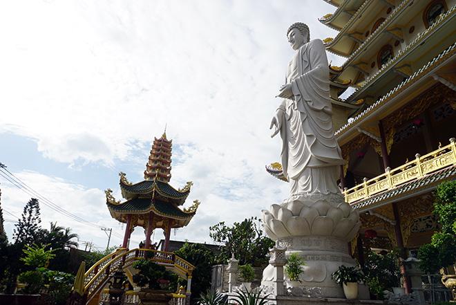 Ngôi chùa có bức phù điêu cây bồ đề nổi lớn nhất Việt Nam ở Sài Gòn - 14