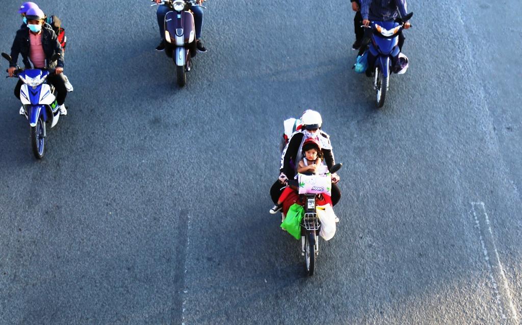 """Trở lại Sài Gòn sau Tết, người dân như """"hóa điên"""" vì kẹt xe - 5"""