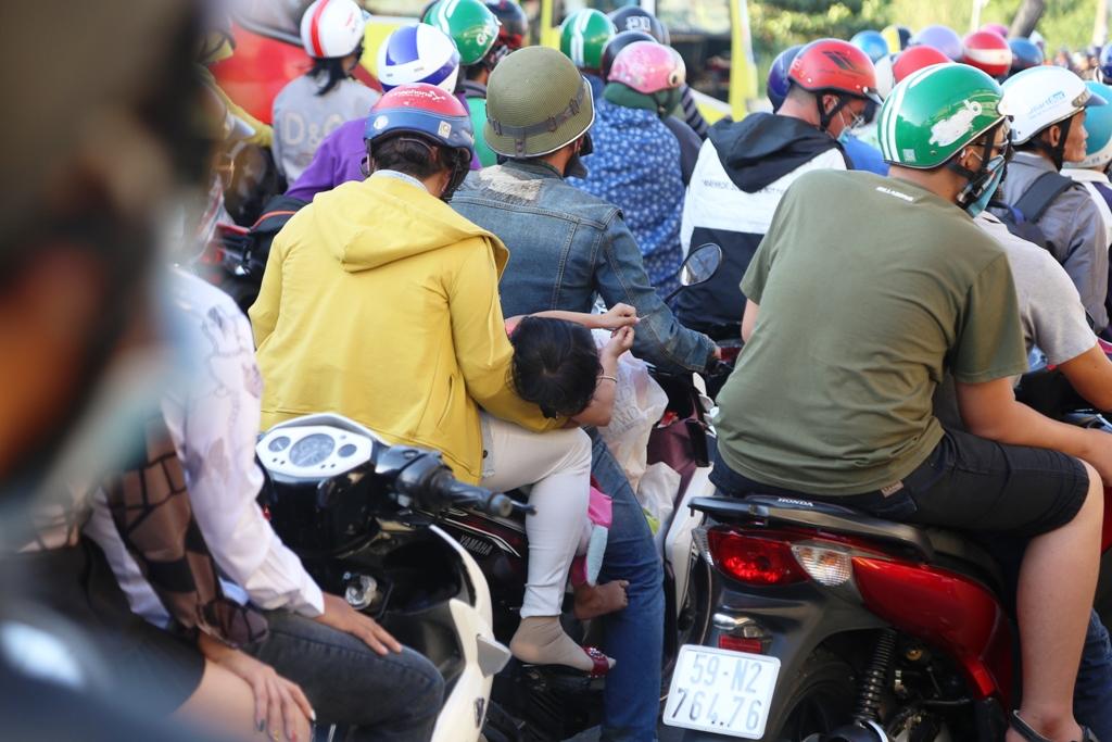 Trở lại Sài Gòn sau Tết, người dân như