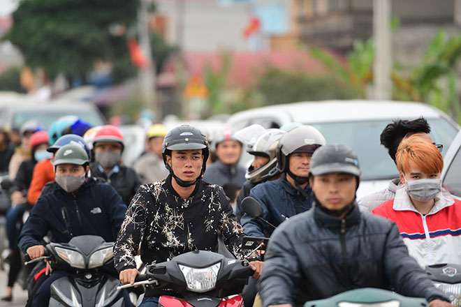 Tắc đường kinh hoàng ở Chợ Viềng, người dân đi bộ hàng km để vào chợ - 1