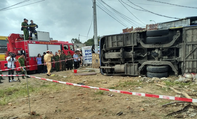 Ô tô khách gây tai nạn kinh hoàng ở Nha Trang, 35 người nhập viện cấp cứu - 2
