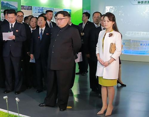 """Phu nhân ông Kim Jong-un: """"Cơn sốt thời trang"""" tại Triều Tiên - 7"""