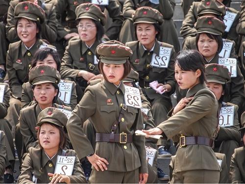 """Phu nhân ông Kim Jong-un: """"Cơn sốt thời trang"""" tại Triều Tiên - 2"""