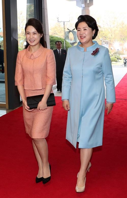 """Phu nhân ông Kim Jong-un: """"Cơn sốt thời trang"""" tại Triều Tiên - 8"""