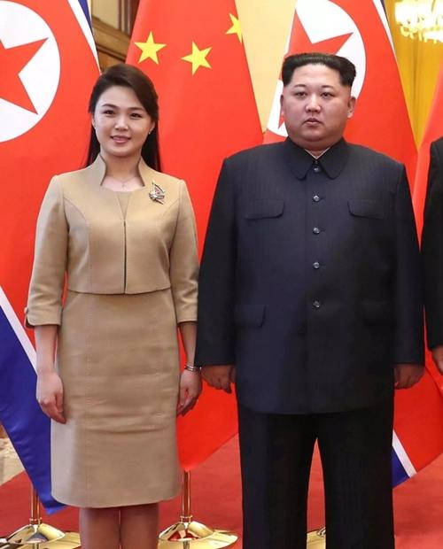 """Phu nhân ông Kim Jong-un: """"Cơn sốt thời trang"""" tại Triều Tiên - 10"""