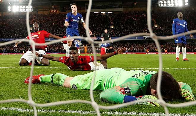 """MU đại thắng: Pogba bay người sải cánh, hàng thủ Chelsea hóa """"chú hề"""" - 1"""