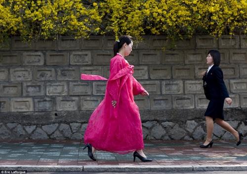"""Vì sao phu nhân ông Kim Jong-un là """"biểu tượng thời trang Triều Tiên""""? - 2"""