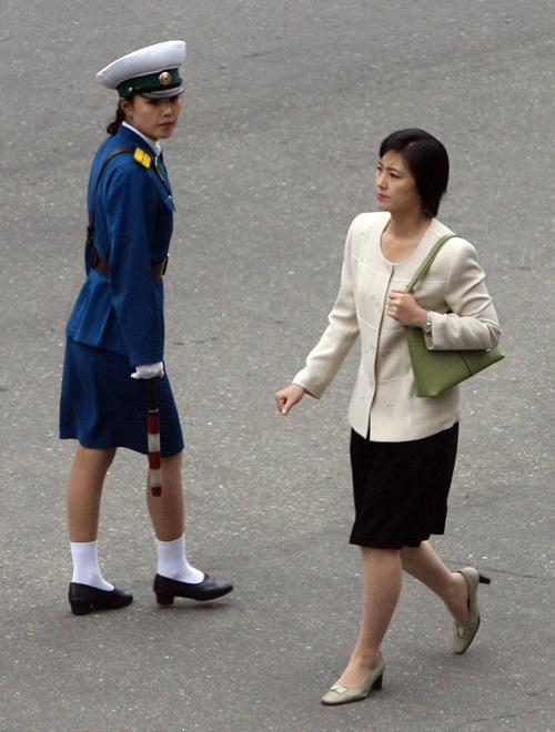 """Vì sao phu nhân ông Kim Jong-un là """"biểu tượng thời trang Triều Tiên""""? - 1"""