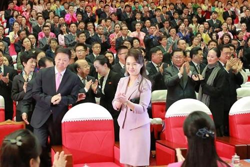"""Vì sao phu nhân ông Kim Jong-un là """"biểu tượng thời trang Triều Tiên""""? - 9"""