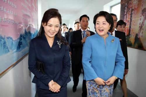 """Vì sao phu nhân ông Kim Jong-un là """"biểu tượng thời trang Triều Tiên""""? - 10"""