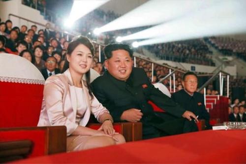 """Vì sao phu nhân ông Kim Jong-un là """"biểu tượng thời trang Triều Tiên""""? - 13"""